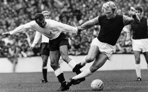 Jimmy Greaves of Tottenham Hotspur & Bobby Moore of West Ham United